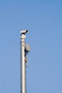 Haben Sie den Abstand nicht eingehalten, dann könnten Sie schnell von einer stationären Videoüberwachung erwischt werden.