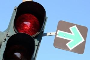 Befindet sich an einer Ampel ein grüner Pfeil, sollten Sie besonders vorsichtig sein.