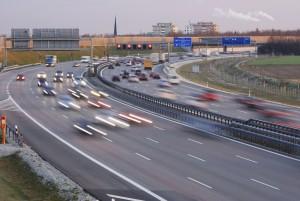 Auf der Autobahn geblitzt? In der Probezeit werden Verstöße strenger geahndet.