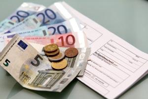 Einspruch gegen den Bußgeldbescheid: Gebühren fallen auch bei Gericht an.