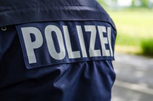 Bei einer Polizeikontrolle werden Fahrzeug und Fahrtüchtigkeit geprüft.