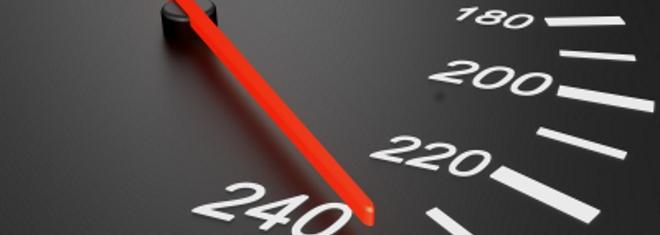 Zu den Vergehen, die Punkte nach sich ziehen, gehören unter anderem Geschwindigkeitsüberschreitungen im Verkehr.
